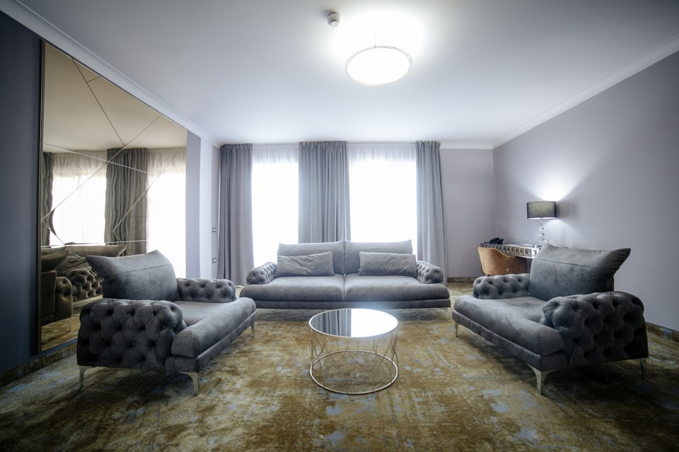 https://royalclassic.ro/wp-content/uploads/2019/04/royal-classic-cluj-apartament-de-lux-05.jpg