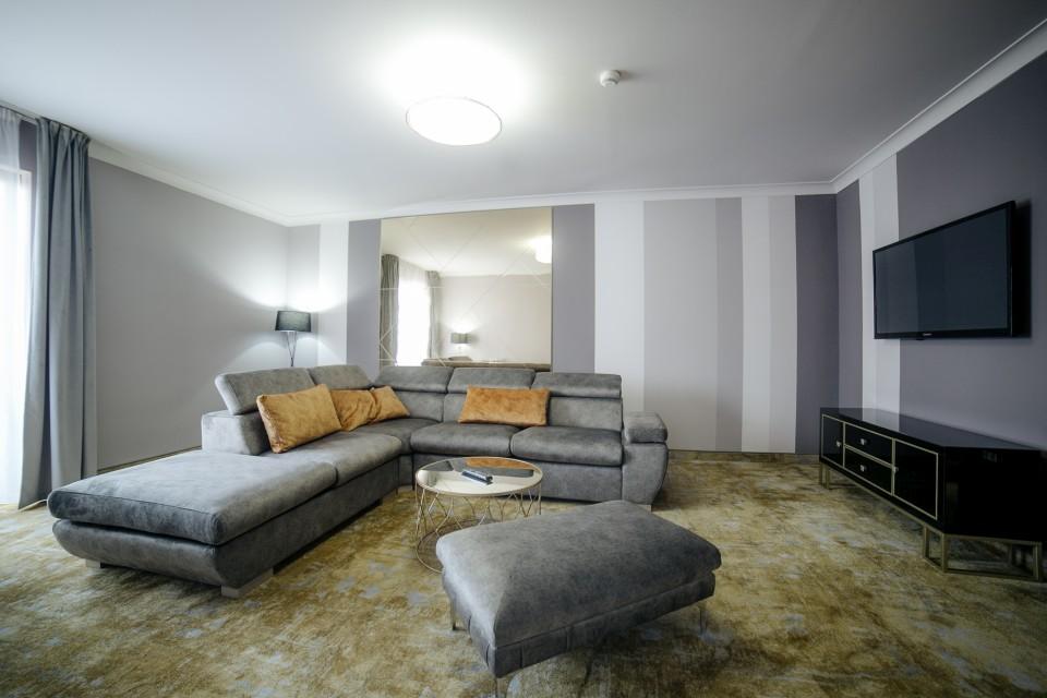 https://royalclassic.ro/wp-content/uploads/2019/04/royal-classic-cluj-apartament-de-lux-20.jpg